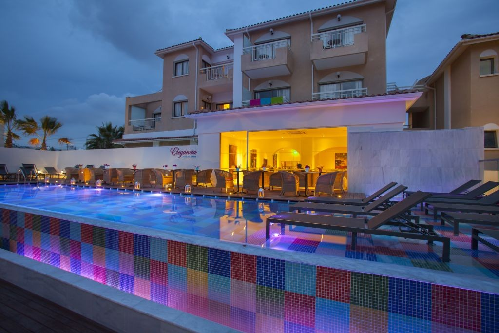 ELEGANCIA-POOL-BY-NIGHT-1024×683