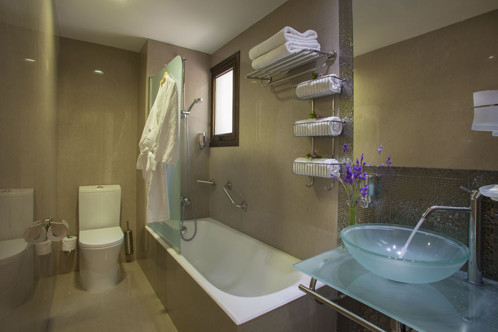 SUITE-BATHROOM-1024×683