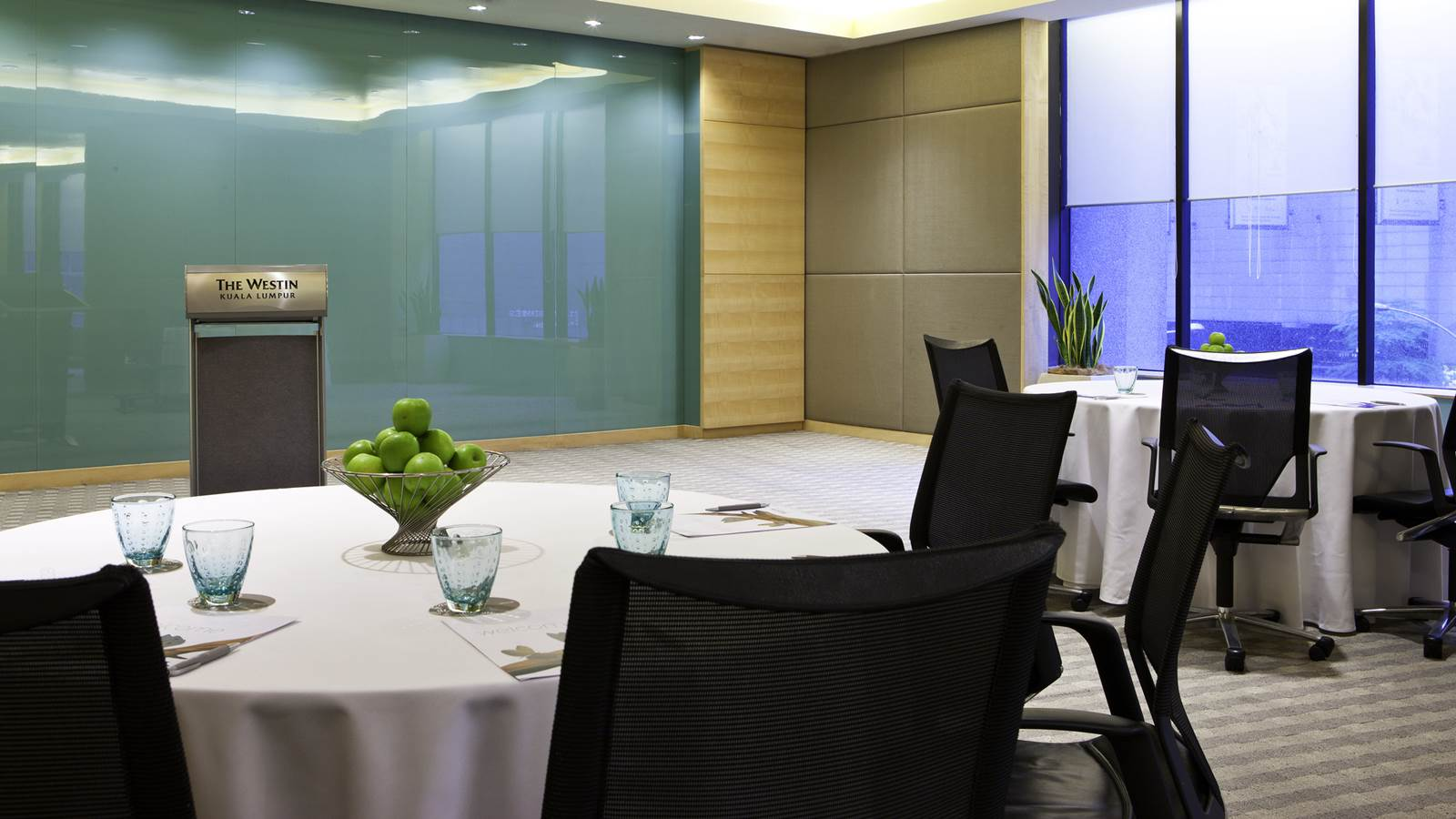 The-Straits-Room—Meeting-set-up_1600x900